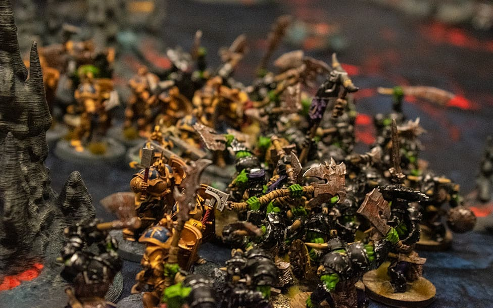 A group of miniature Age of Sigmar dudes fighthing. Ironjawz vs Stormcast Eternals