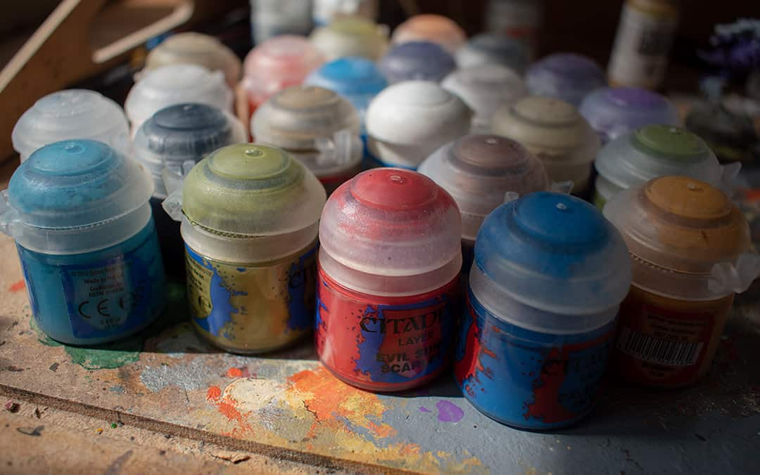 A picture of a lot of citadel paints on a tray