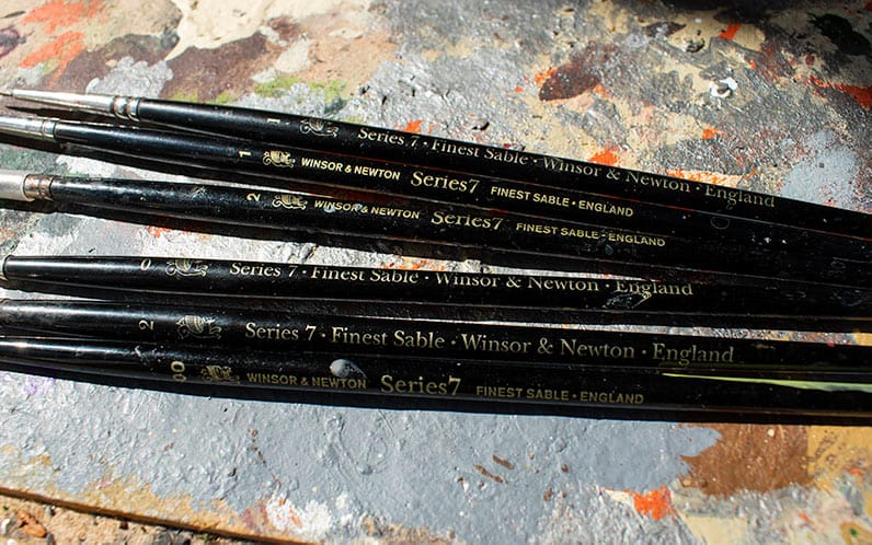 A picture of a lot of different series 7 miniature brushes for Warhammer