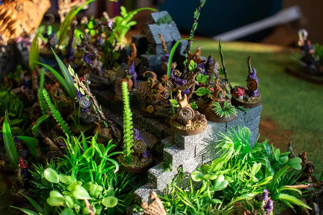 Gloomspite Gitz stabbas on jungle ruins stairs