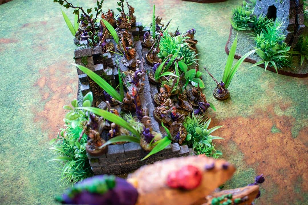 Gloomspite Gitz on jungle ruins stairs but they do not exactly fit the steps